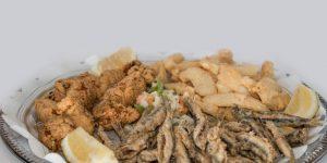 pescados y mariscos fritos